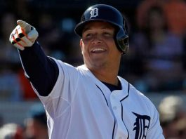 Miguel Cabrera Shows Mariners Fan Some Glove Love