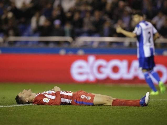 Soccer Players Panic After Fernando Torres Head Injury