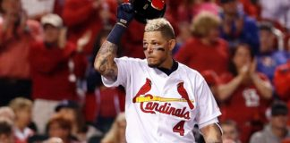 Cardinals Yadier Molina Picks Off Eugenio Suarez